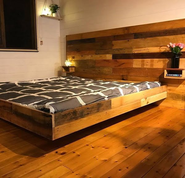 Love this floating bed design made of #wood planks #BedroomIdeas #BedroomDecor #HomeDecorIdeas