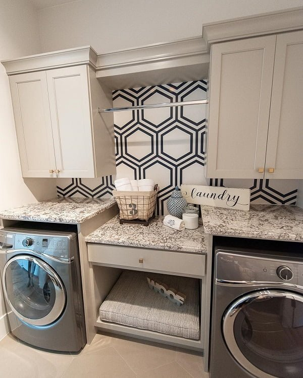 100 Fabulous Laundry Room Decor Ideas You Can Copy - Check out this laundry room decor idea with geometric accent wall art. Love it! #LaundryRoomDesign #HomeDecorIdeas