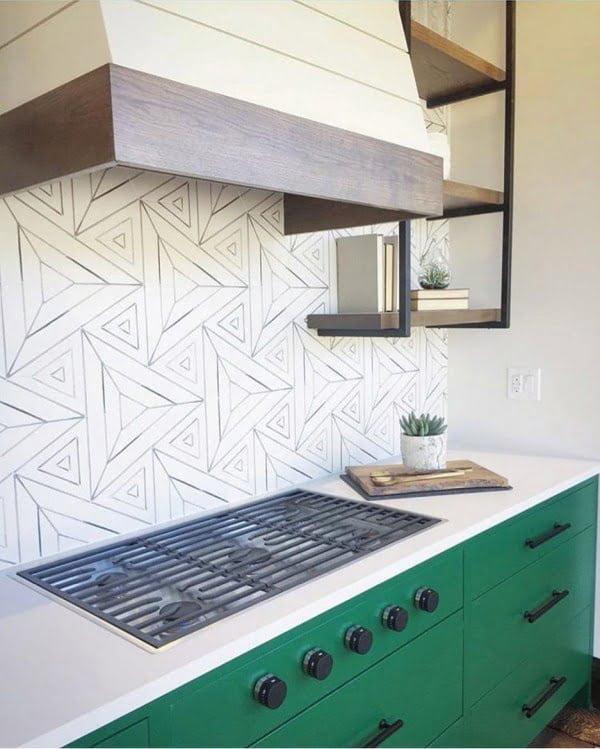 Check out this geo art tile #KitchenBacksplash and the brilliant #KitchenDecor. Love it! #HomeDecorIdeas