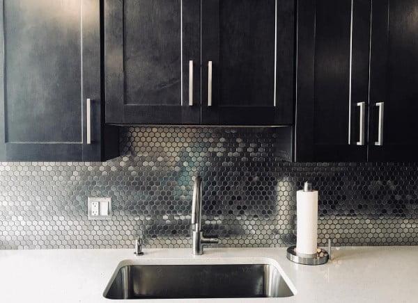Check out this hexagon steel #KitchenBacksplash and the brilliant #KitchenDecor. Love it! #HomeDecorIdeas