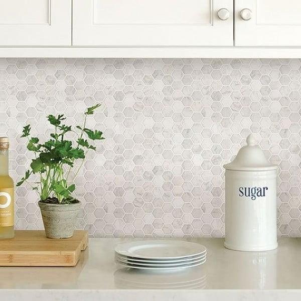 Check out this Carrara marble hexagon tile #KitchenBacksplash and the brilliant #KitchenDecor. Love it! #HomeDecorIdeas