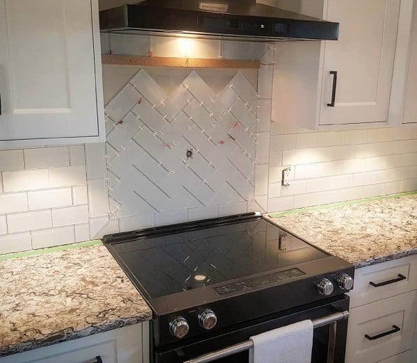 Check out this herringbone tile #KitchenBacksplash and the brilliant #KitchenDecor. Love it! #HomeDecorIdeas