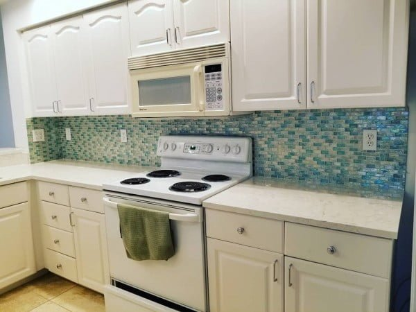 Check out this multi-color tile #KitchenBacksplash and the brilliant #KitchenDecor. Love it! #HomeDecorIdeas