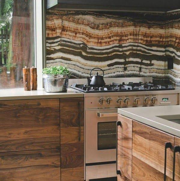 Check out this mural #KitchenBacksplash and the brilliant #KitchenDecor. Love it! #HomeDecorIdeas