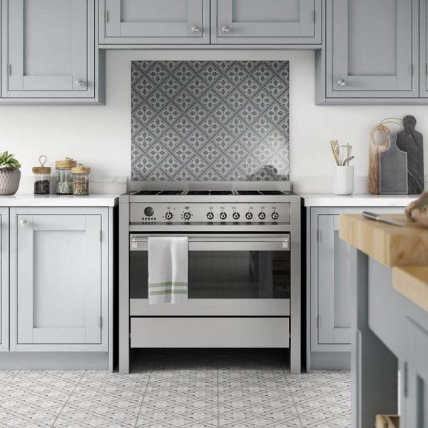 Check out this glass tile #KitchenBacksplash and the brilliant #KitchenDecor. Love it! #HomeDecorIdeas