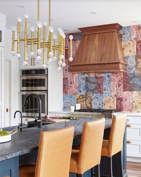 Check out this art deco tile #KitchenBacksplash and the brilliant #KitchenDecor. Love it! #HomeDecorIdeas