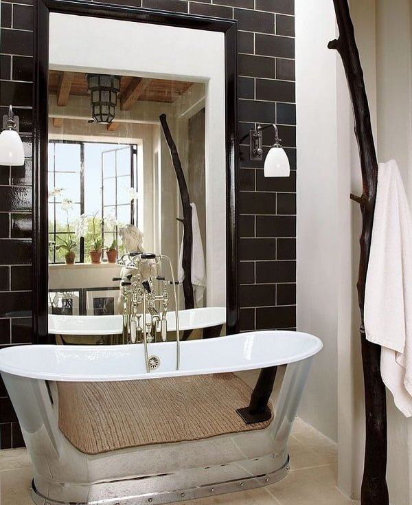 Modern and traditional at the same time! Love this winning combination of black tile and metallic  tub!