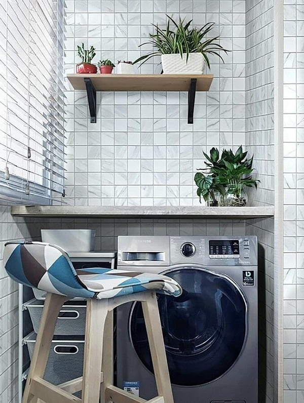 100 Fabulous Laundry Room Decor Ideas You Can Copy - Check out this laundry room decor idea with mosaic tile accent walls. Love it! #LaundryRoomDesign #HomeDecorIdeas