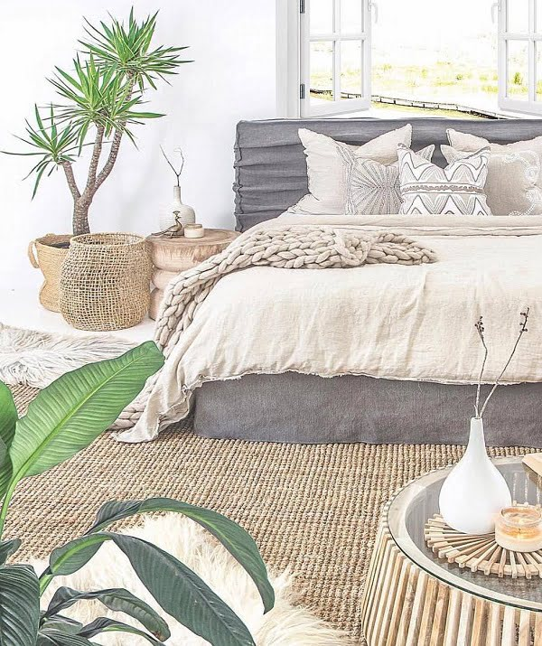 Love the natural sisal rug and the  coastal look here