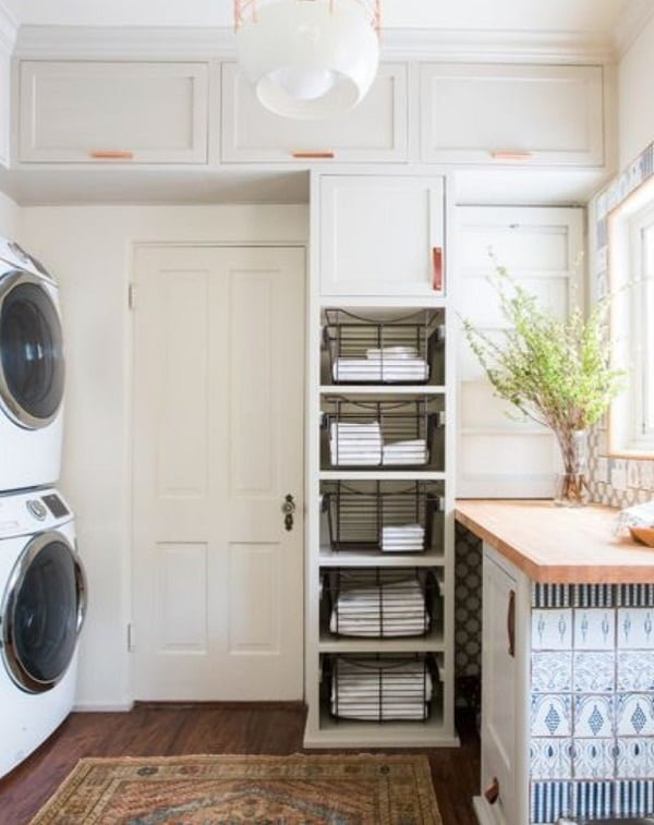 100 Fabulous Laundry Room Decor Ideas You Can Copy - Check out this laundry room decor idea with accent tiles. Love it!