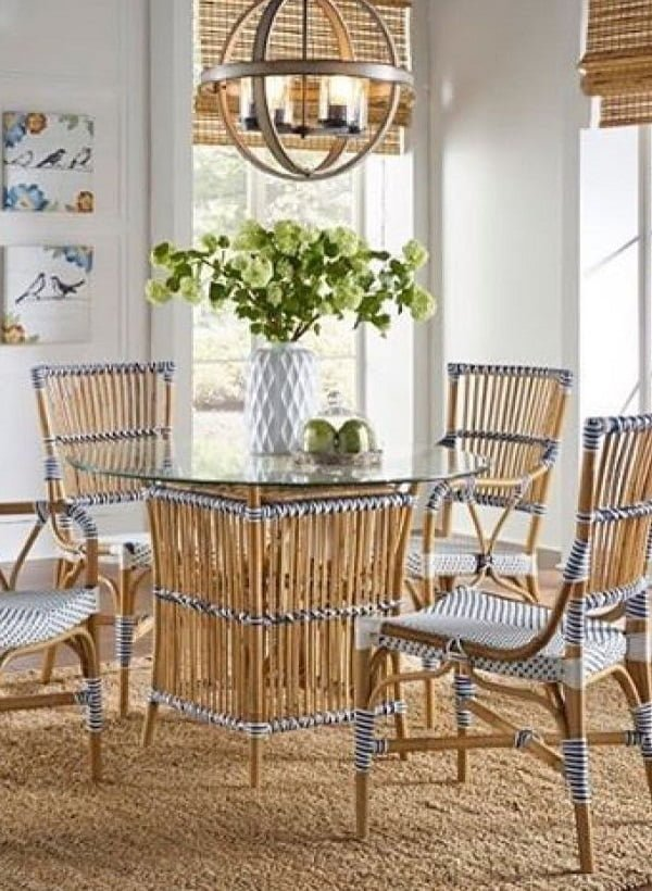 Rattan furniture works so well in   decor. Love the look!
