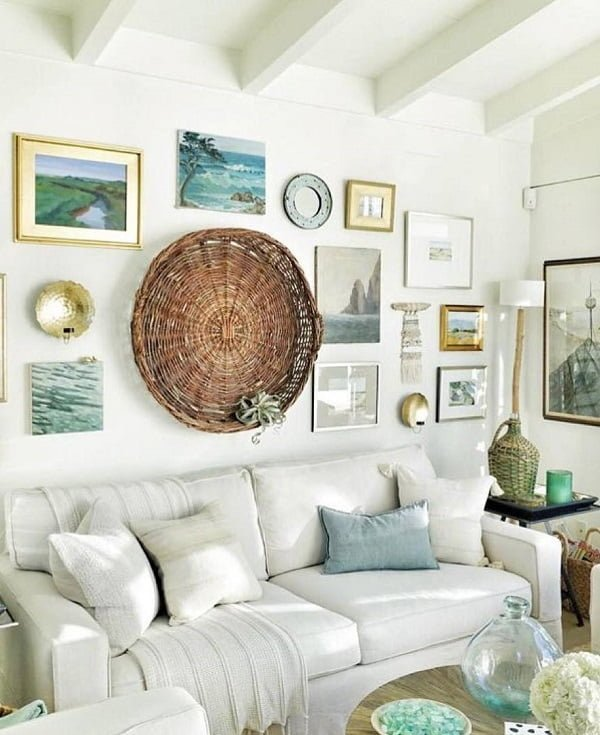What a lovely gallery wall with  coastal accents. Love it!