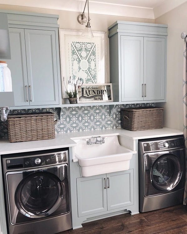 100 Fabulous Laundry Room Decor Ideas You Can Copy - Love the symmetry in this laundry room decor. Brilliant! #LaundryRoomDesign #HomeDecorIdeas