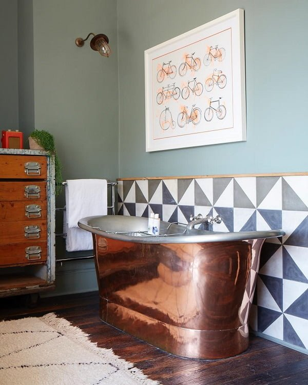 Pretty vintage decor with copper accents. Love this!