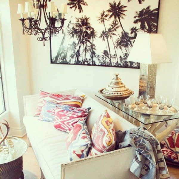 California chic decor idea with palm tree picture wall art. Love it!