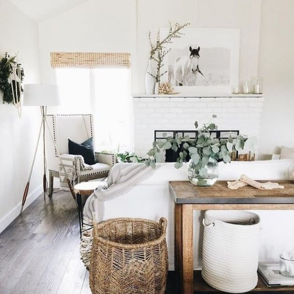 California chic decor idea with rustic farmhouse accents. Love it!