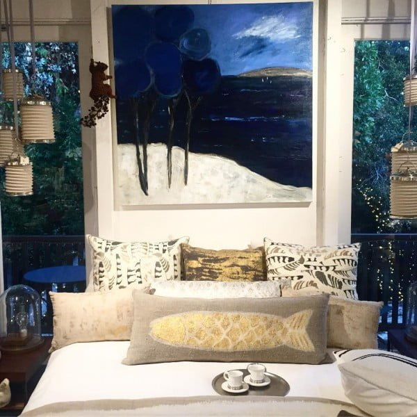California chic decor idea with an oversize painting. Love it!