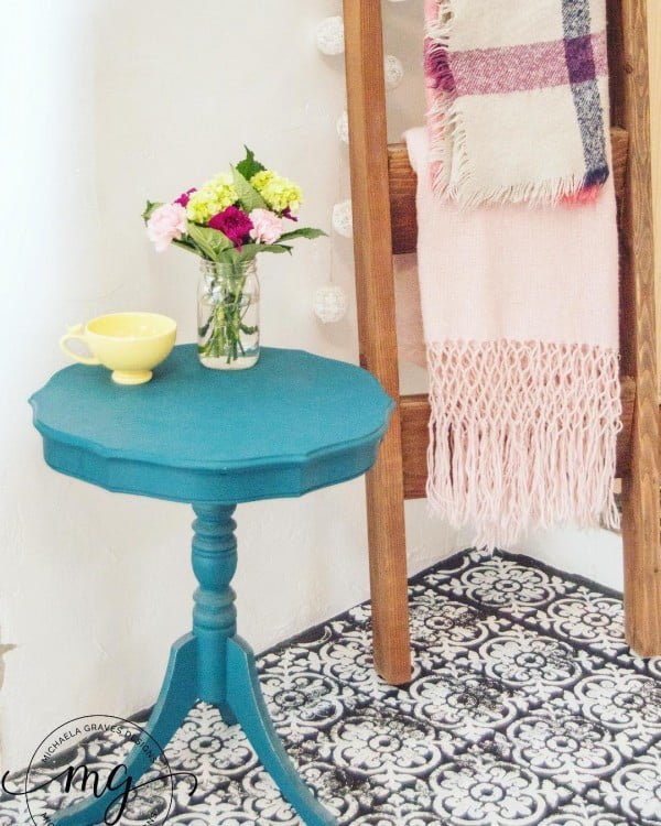 California chic decor idea with vintage side table and blanket ladder. Love it!