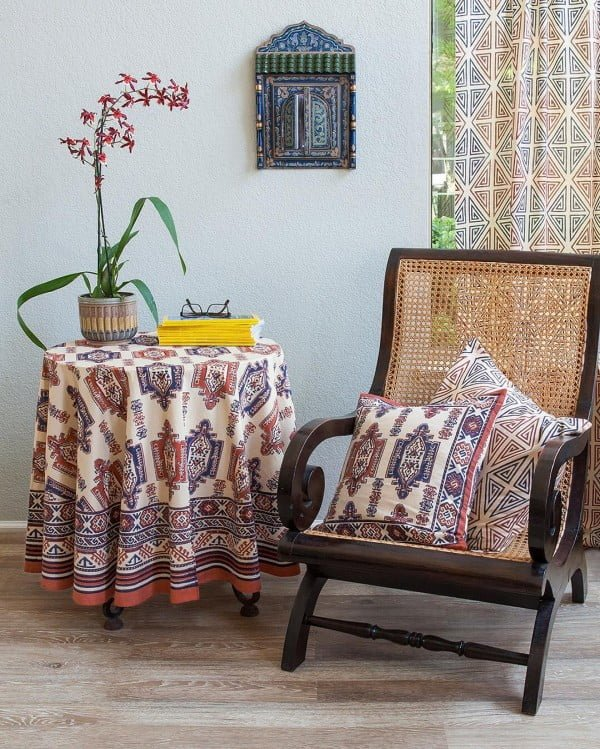 California chic decor idea with folk art pillow covers. Love it!