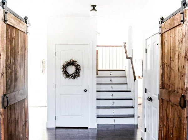 Check out this  entryway decor idea with  barn doors. Love it!