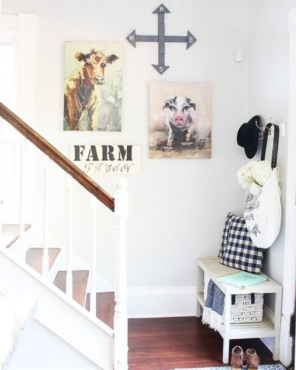 Check out this  entryway decor idea with farmhouse signs. Love it!