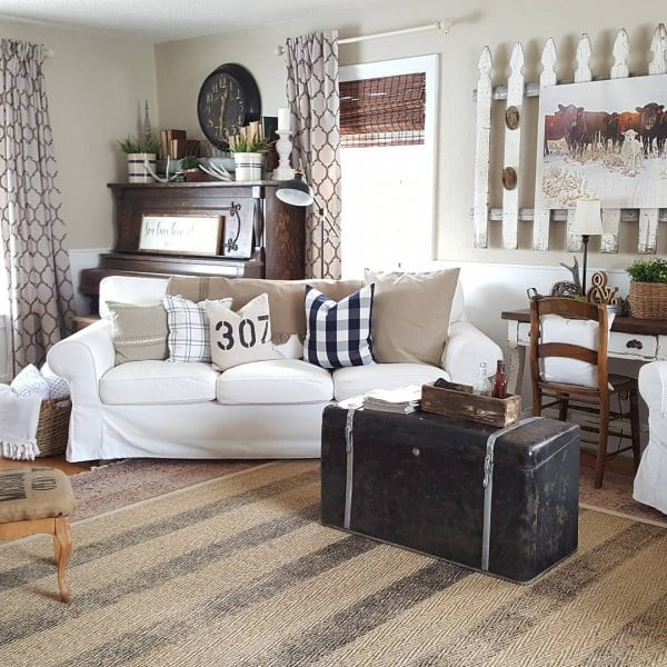 living room decor idea with picket fence wall hanging. Love it!