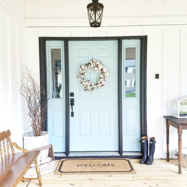 Check out this  porch decor idea with a bright front door and a spring wreath. Love it!