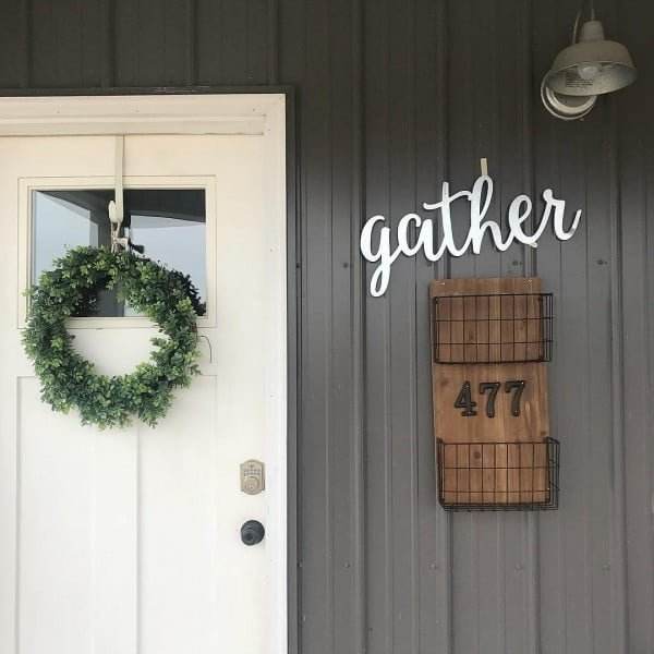 Check out this  porch decor idea with a rustic mail basket house number. Love it!