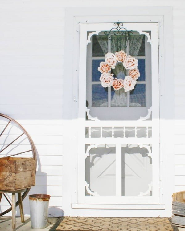 Check out this  porch decor idea with embellished front door and wreath. Love it!