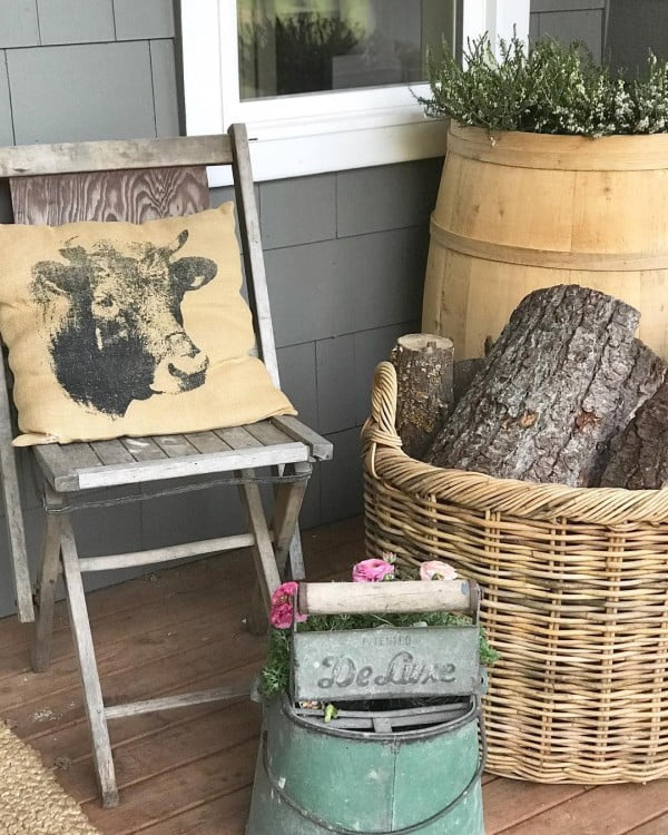 Check out this  porch decor idea with animal items. Love it!