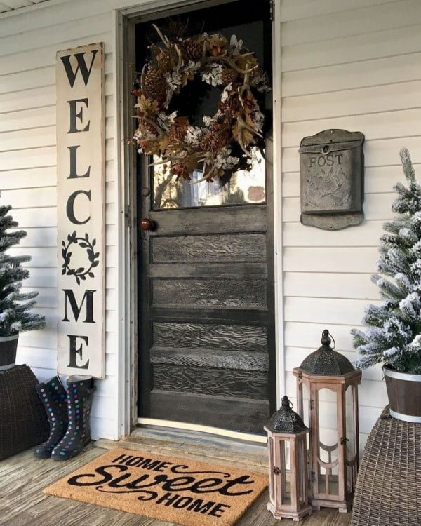 Check out this  porch decor idea with a  painted welcome sign. Love it!