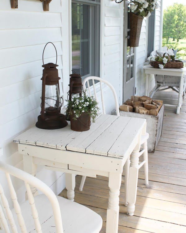 Check out this  porch decor idea with  white wood furniture. Love it!