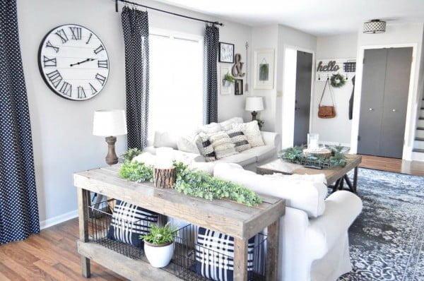 Check out this modern #farmhouse decor idea with xyz. Love it! #HomeDecorIdeas