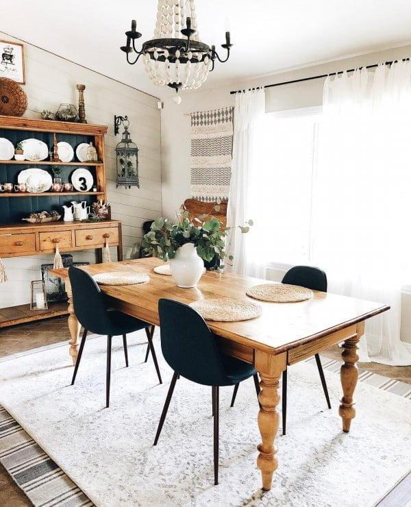Check out this modern #farmhouse decor idea with a chunky farmhouse table. Love it! #HomeDecorIdeas