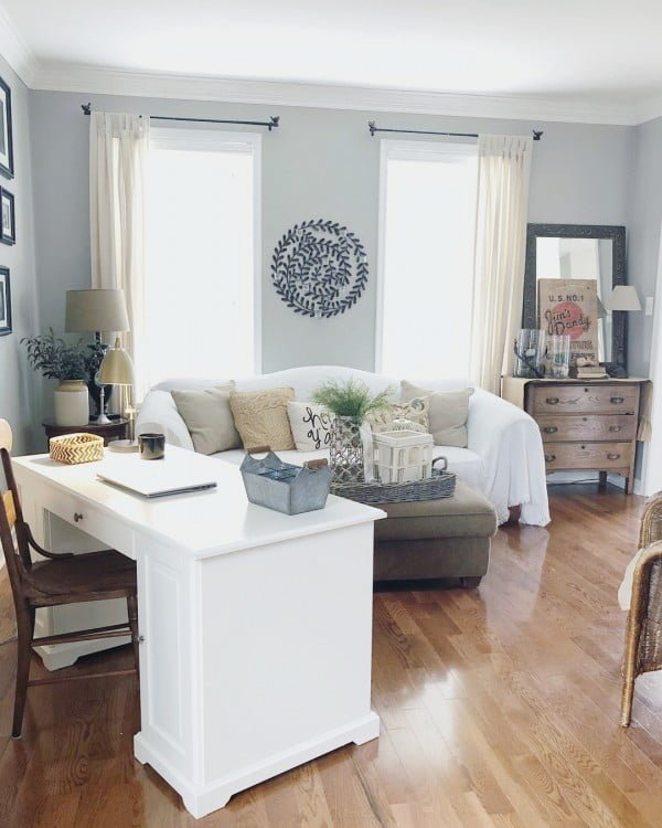 Check out this modern #farmhouse living room decor idea with neutral paint tones. Love it! #HomeDecorIdeas