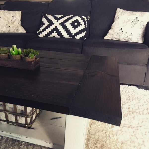 Check out this modern #farmhouse living room decor idea with weathered furniture. Love it! #HomeDecorIdeas