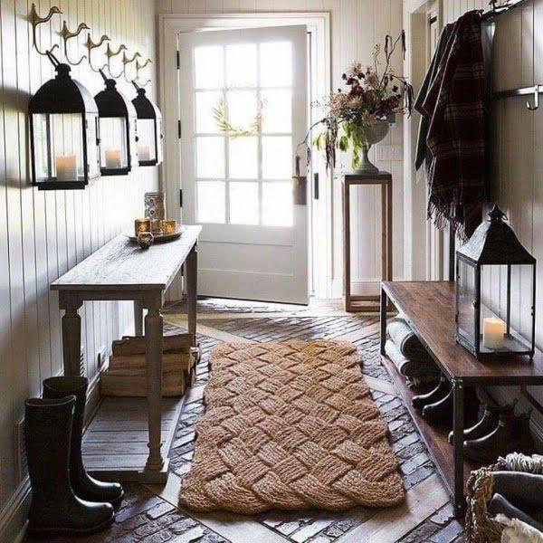 Check out this modern #farmhouse entryway decor idea with a woven rug. Love it! #HomeDecorIdeas