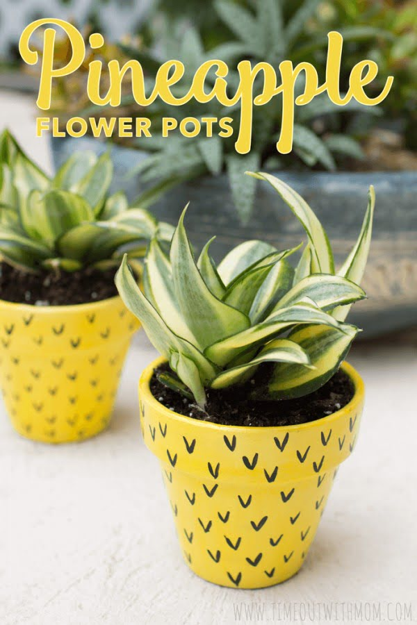 Check out this easy idea on how to make a #DIY pineapple flower pot #HomeDecorIdeas