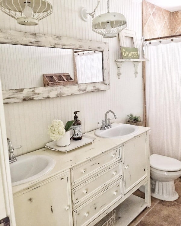 100 Cozy Rustic Farmhouse Bathroom Decor Ideas You Can Easily Copy - Check out this #rustic bathroom decor idea with weathered vintage furniture. Love it! #BathroomDesign #HomeDecorIdeas