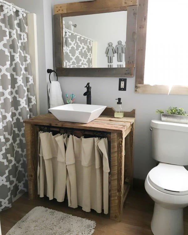 100 Cozy Rustic Farmhouse Bathroom Decor Ideas You Can Easily Copy - Check out this #rustic bathroom decor idea with a reclaimed wood vanity. Love it! #BathroomDesign #HomeDecorIdeas