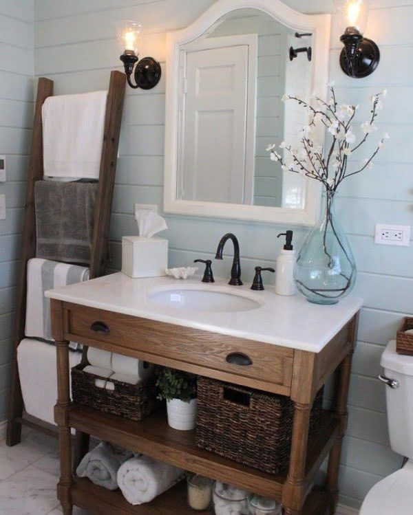 100 Cozy Rustic Farmhouse Bathroom Decor Ideas You Can Easily Copy - Check out this #rustic bathroom decor idea with shiplap walls and a blanket ladder. Love it! #BathroomDesign #HomeDecorIdeas