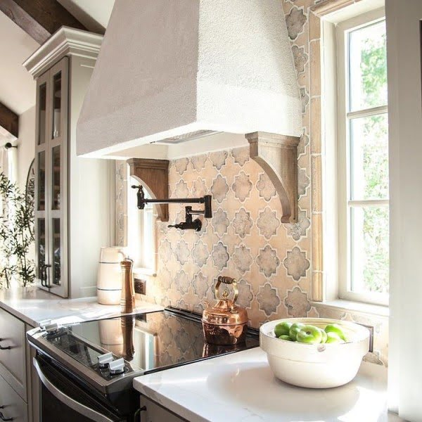 You have to see this  Italian decor idea with vintage kitchen tiles. Love it!