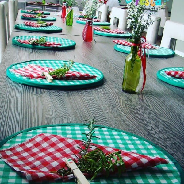 You have to see this  table decor idea with Italian accents. Love it!