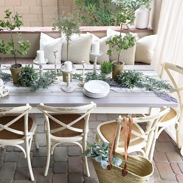 You have to see this shabby chic outdoor space decor idea with a breakfast patio. Love it!