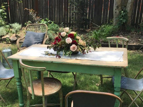 You have to see this shabby chic outdoor space decor idea with garden party florals. Love it!