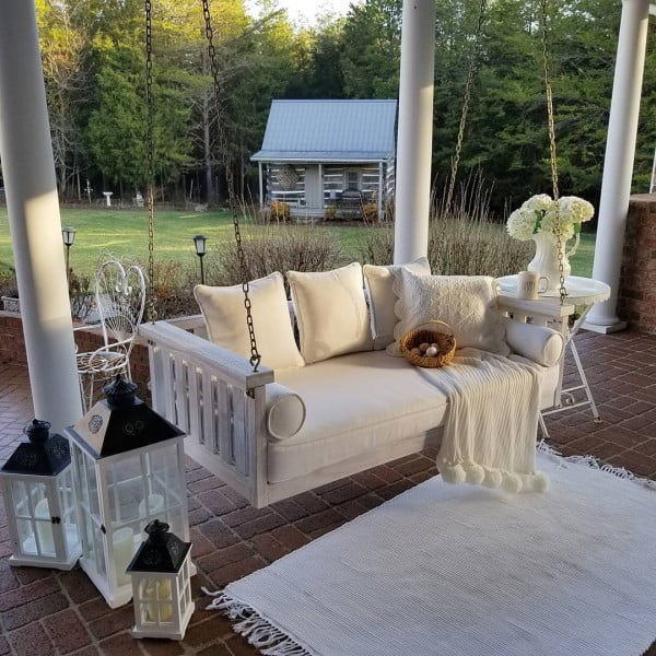 You have to see this shabby chic outdoor space decor idea with a cozy porch swing. Love it!