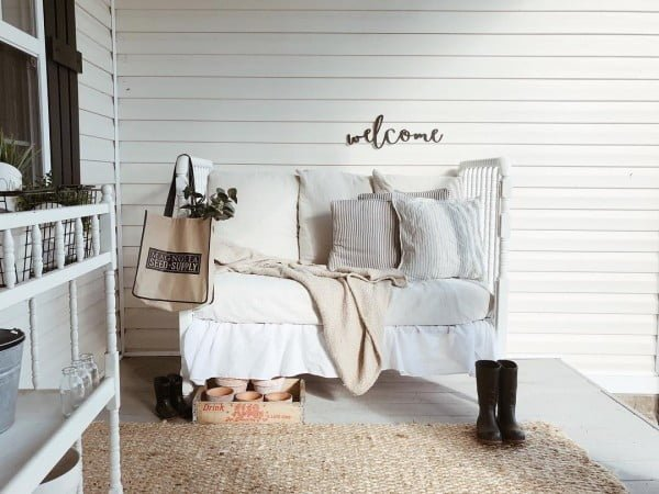 You have to see this shabby chic outdoor space decor idea with a  porch bed. Love it!