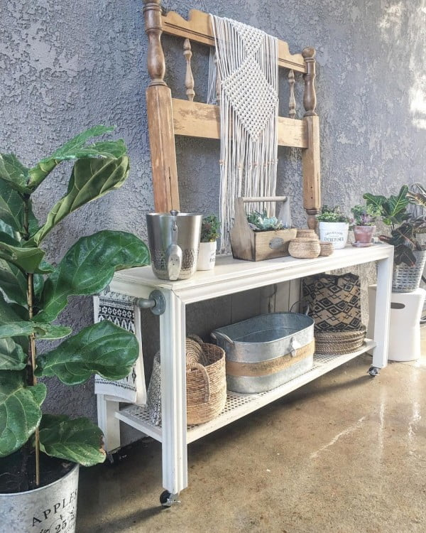 You have to see this shabby chic outdoor space decor idea with an upcycled bar. Love it!