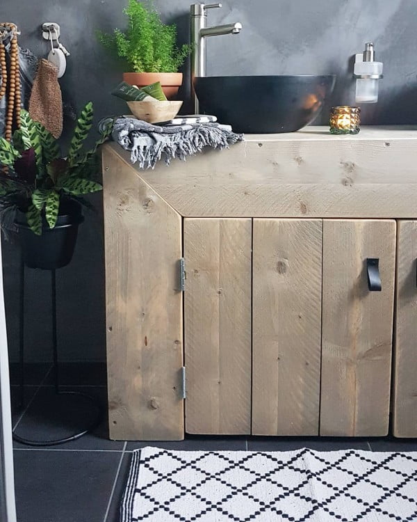 You have to see this bathroom decor idea with chalkboard walls and rustic furniture that will turn your bathroom into SPA!