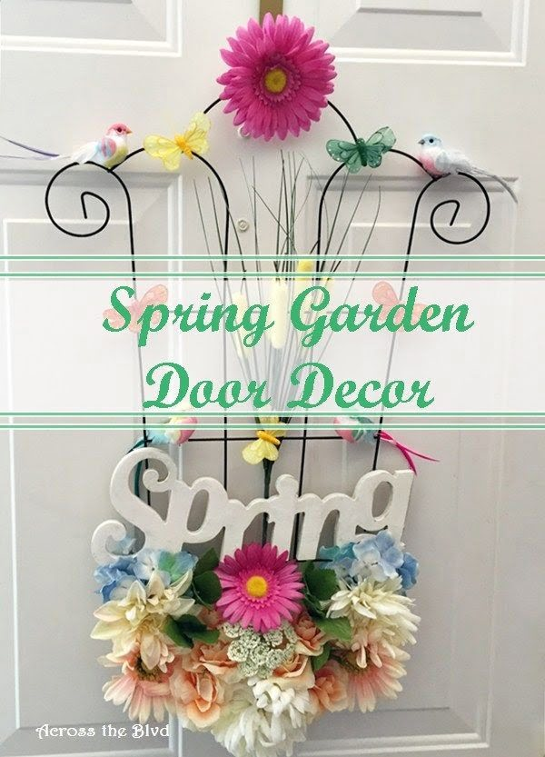 You have to see this tutorial on how to make #DIY spring garden door decor #HomeDecorIdeas
